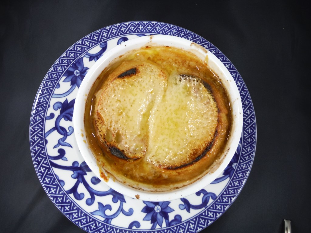 Relatively quick and easy french onion soup greasy little birds yesterday turned cold with wet snow falling heavily and carol thought she would like french onion soup for dinner this would be a warm bowl of comfort sisterspd